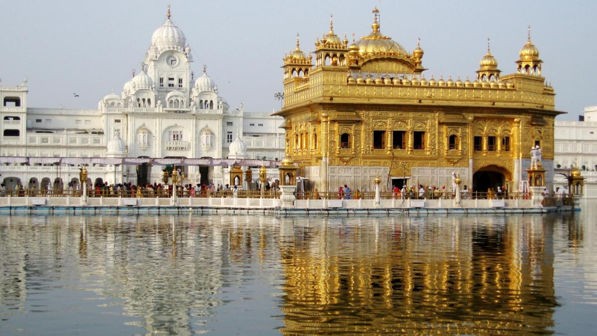 """A Bibliolatria dos Sikhs por seu """"Livro Guru"""""""