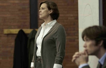 red-lights-movie-image-sigourney-weaver-cillian-murphy-01