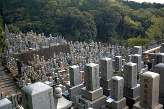 cemitério-budista-kyoto-japão-47318042